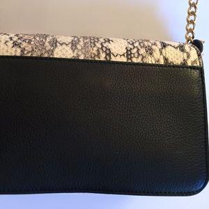 8056bf7f27 Tory Burch Bags - Tory Burch Chelsea Colorblock Snake Crossbody Bag